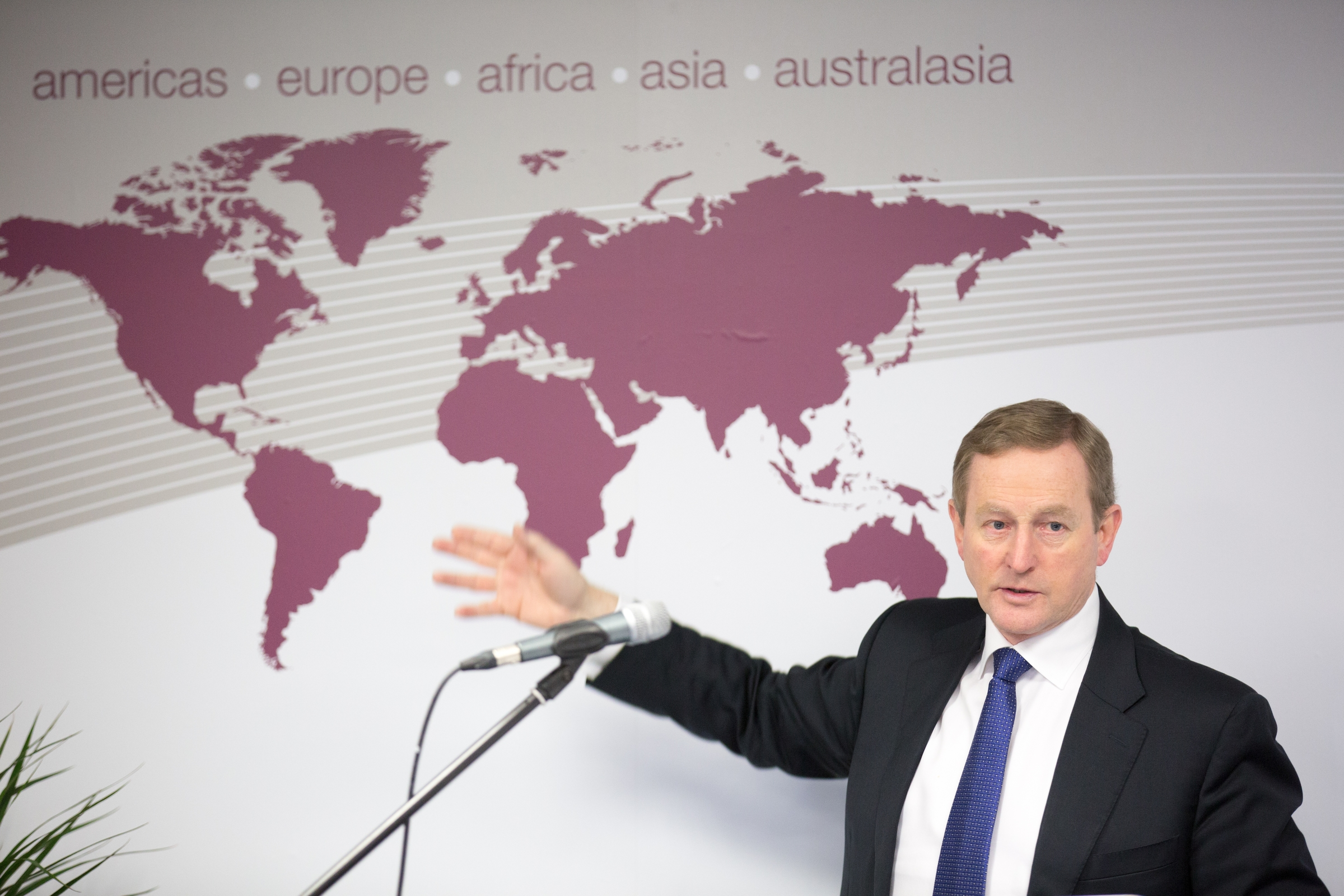 20/02/2016 An Taoiseach Enda Kenny officially opening the new BNI global office in Castlebar, Co. Mayo. Photo : Keith Heneghan / Phocus.
